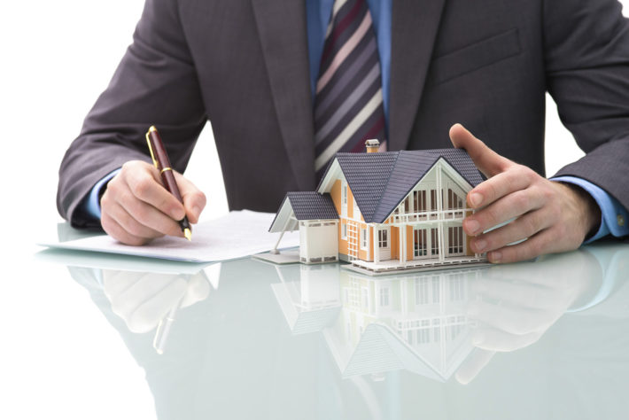 Real Estate Agents and the Internet - How to Buy and Sell Real Estate Today